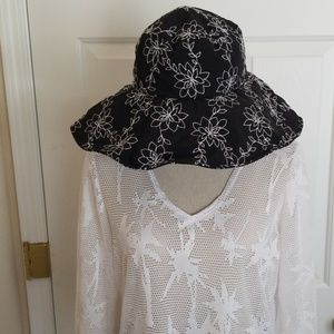 Columbia black and white brimmed hat SZ L/XL